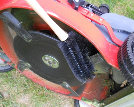 lawm mower brush